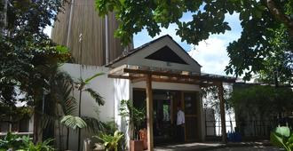 Spin Designer Hostel - El Nido - Building