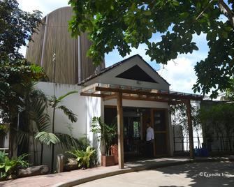 Spin Designer Hostel - Ель Нідо - Building