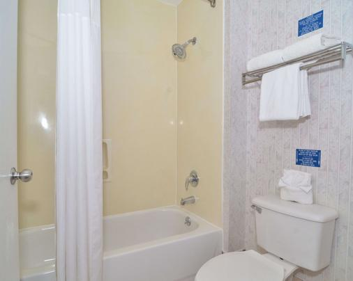 Econo Lodge Downtown South - San Antonio - Bathroom