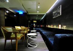 Citrus Sukhumvit 13 By Compass Hospitality - Bangkok - Lounge