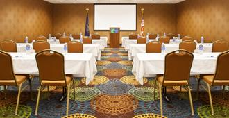 Holiday Inn Express Hotel & Suites Pittsburgh Airport, An IHG Hotel - Pittsburgh - Meeting room