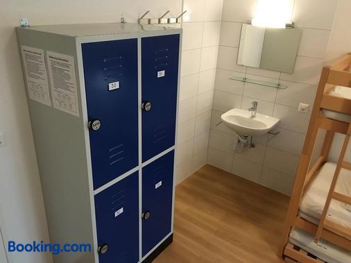 Hirschen Backpacker-Hotel & Pub - Schwyz - Bathroom