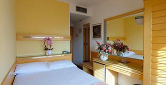 Hotel Antares - גראדו - חדר שינה