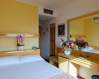 Hotel Antares - Grado - Bedroom