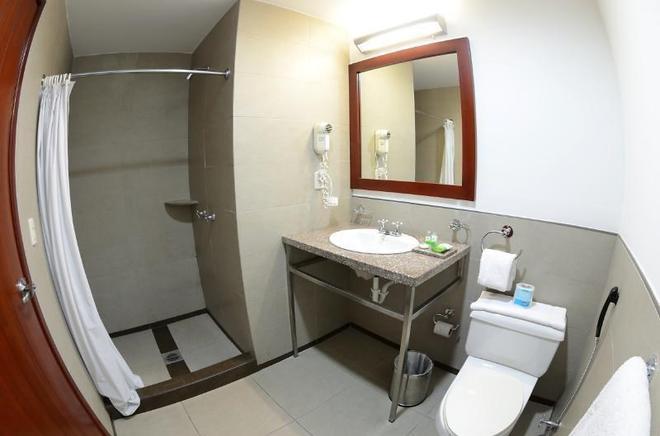 HM 國際大酒店 - 瓜亞基爾 - 瓜亞基爾 - 浴室