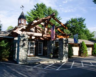 The Village Inn - Blowing Rock - Building