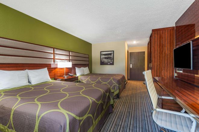 Super 8 by Wyndham Copley Akron - Akron - Bedroom