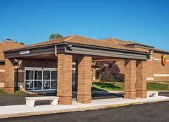 Super 8 by Wyndham Copley Akron - Akron - Building
