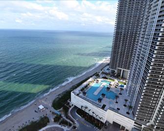 Luxury Ocean Front 2 Bed 2 Bath @ Hyde Beach Resort - Hallandale Beach