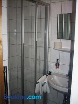 Gasthof Roitner - Ebensee - Bathroom