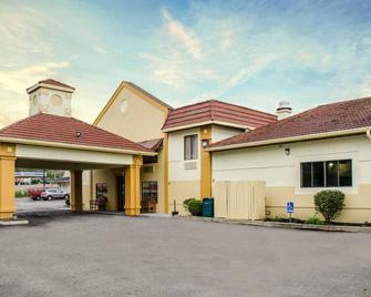 Quality Inn & Suites Medina- Akron West - Medina - Building