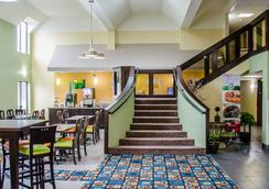 Quality Inn & Suites Medina- Akron West - Medina - Lobby