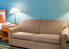 Quality Inn & Suites Medina- Akron West - Medina - Bedroom