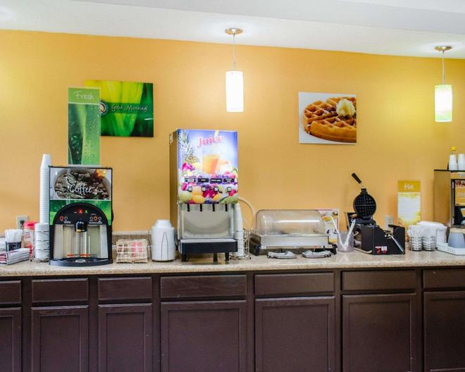 Quality Inn & Suites Medina- Akron West - Medina - Buffet