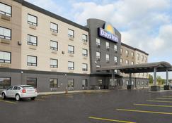 Days Inn by Wyndham Regina Airport West - Ρεγγίνα - Κτίριο