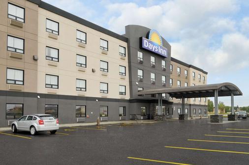 Days Inn by Wyndham Regina Airport West - Regina - Gebäude