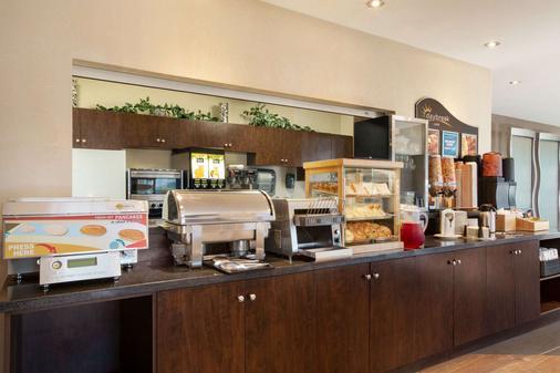 Days Inn by Wyndham Regina Airport West - Regina - Buffet