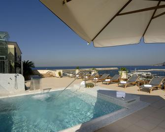 Hotel Villa Carolina - Forio - Pool