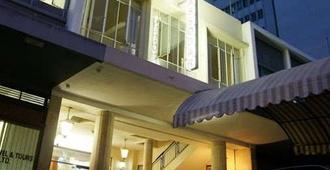 ニュー アンバサダー ホテル - ハラレ