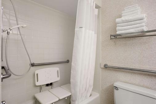 Ramada by Wyndham Washington - Washington - Bathroom