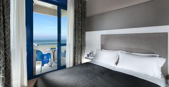 Hotel Baltic - Riccione - Camera da letto