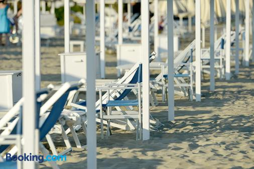 埃斯普拉納德酒店 - 皮特拉桑塔 - 馬里納-迪-皮特拉桑塔 - 海灘