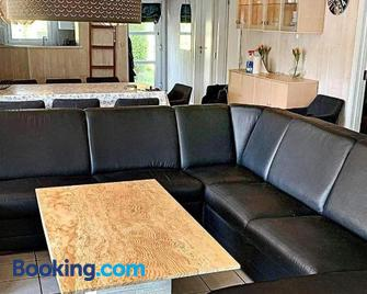 Five-Bedroom Holiday Home in Nordborg 1 - Nordborg - Wohnzimmer