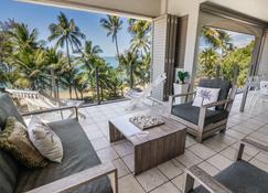 Island Views - Palm Cove - Makuuhuone