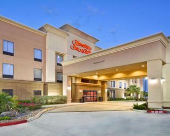 Hampton Inn & Suites Brenham - Brenham - Building