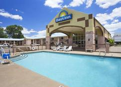 Days Inn by Wyndham Conway - Conway - Pool