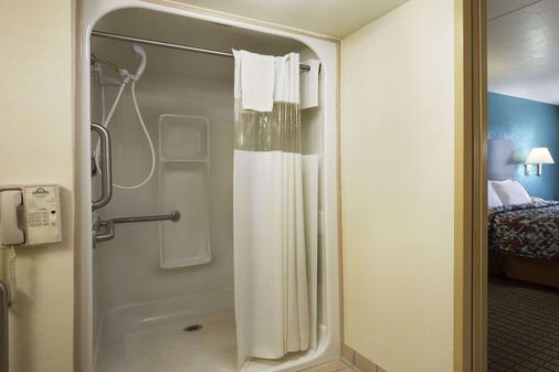 康威戴斯酒店 - 康威 - 康威 - 浴室