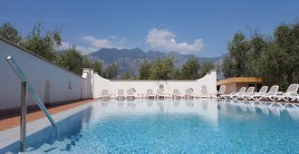 Hotel Residence Alesi - Malcesine - Piscina