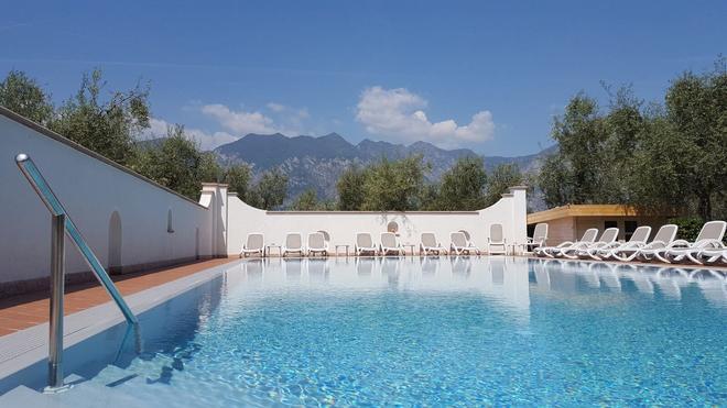 Hotel Residence Alesi - Malcesine - Pool