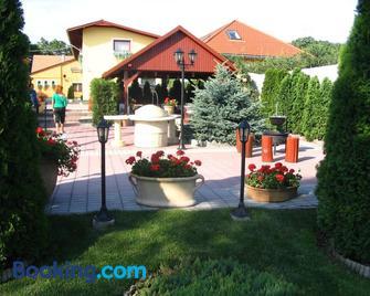 Halász Airport Panzio - Vecsés - Gebouw