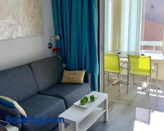 Domaine de La Coudouliere, Vue Mer, Plage, Piscine et Parc - Сі-Фур-ле-Плаж - Living room