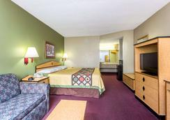 Super 8 by Wyndham Atlanta Northeast GA - Atlanta - Bedroom