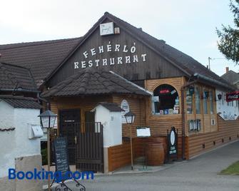 Fehérló Vendégház & Restaurant - Bük - Building