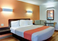 Motel 6 Bishop - Bishop - Bedroom