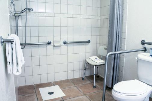 Motel 6 Bishop - Bishop - Bathroom