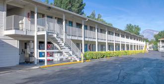 Motel 6 Bishop - Bishop - Toà nhà