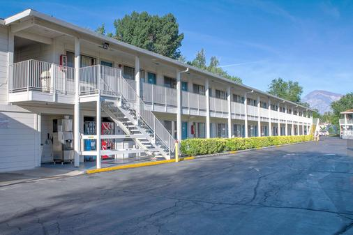 Motel 6 Bishop - Bishop - Building