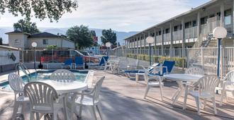 Motel 6 Bishop - Bishop - Patio
