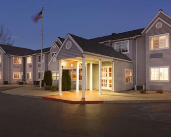 Microtel Inn by Wyndham Albany Airport - Latham - Building