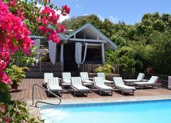Beachcombers Hotel - Biabou - Piscina