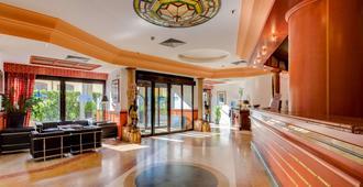 Best Western Hotel Tritone - Venice - Front desk
