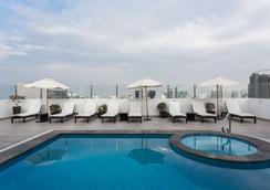溫德姆利馬機場太陽海岸酒店 - 利馬 - 利馬 - 游泳池