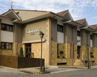 Salbatoreh Hotela - Beasain - Building