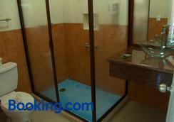 Hotel Isleño - Isla Mujeres - Bathroom