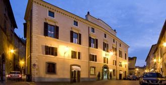 Hotel Aquila Bianca - אורבייטו - בניין
