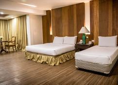 LA Fiesta Hotel - אילוילו סיטי - חדר שינה